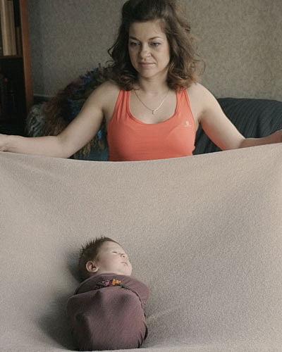 Видеосъёмка фотосессии новорожденных