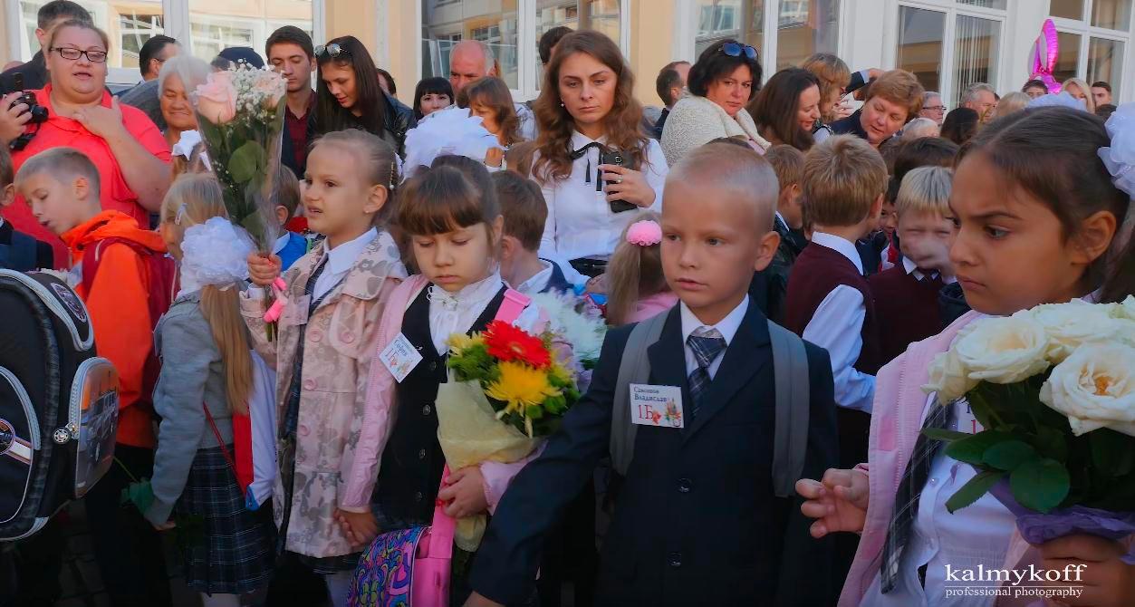 Дети на школьном празднике